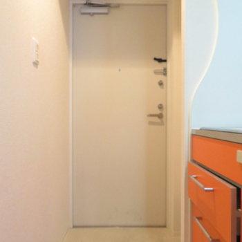 玄関スペースは普通ですが(※写真は10階の同間取り別部屋のものです)