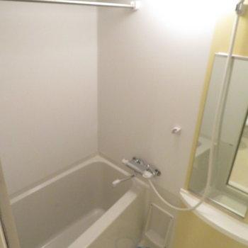 お風呂も綺麗ですね(※写真は10階の同間取り別部屋のものです)