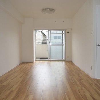 一番大きなこの居間は、開放感があります。