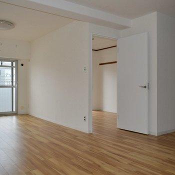 吸い込まれるような空気感があるこのお部屋。