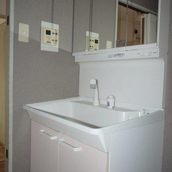 洗面台のピンクとグレーの色の組み合わせにメロメロです。