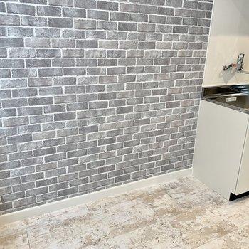 キッチン横はダイニングスペースにしてお部屋を広く使いたい。