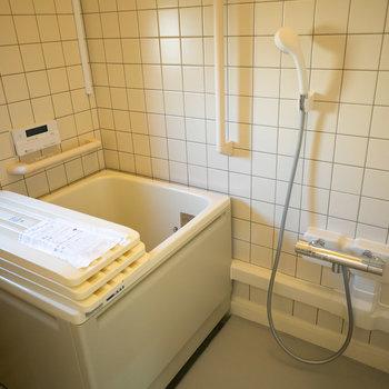お風呂はこちら。清潔な雰囲気ですね。