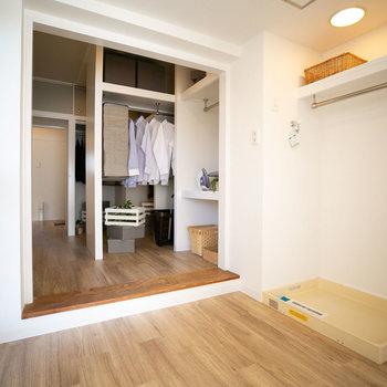 和室のすぐお隣に洗濯スペース。(写真は同間取りのモデルルームです)