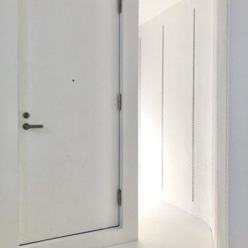 【2F】玄関横にも続いていますよ。