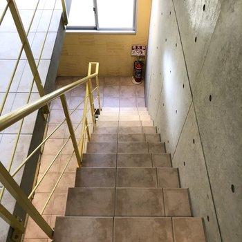 3階までは少し大変ですが階段を使ってくださいね。