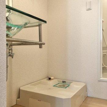 洗濯機置き場は脱衣所にあるので入浴前の着脱も楽ちんです。
