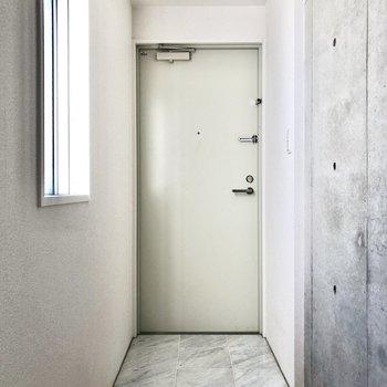 玄関はフラットになっています。