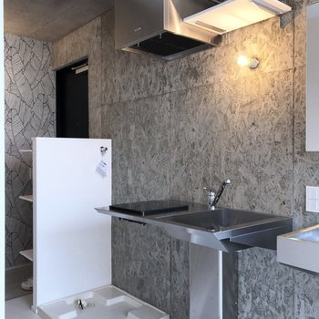生活感なく空間に溶け込んだキッチンだから、1Rでも気になりません。※写真は3階の同間取り別部屋のものです