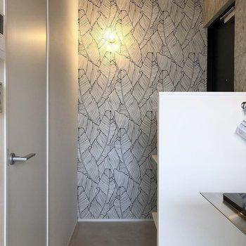 とてもゆとりのある玄関スペース。扉が目隠しされてるのがいいですね。※写真は3階の同間取り別部屋のものです