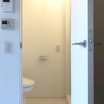 トイレ・兼・脱衣所が現れた。※写真は3階の同間取り別部屋のものです