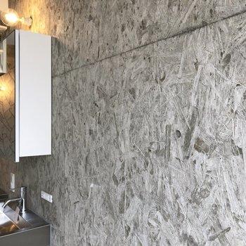 【ディテール】アーティスティックな塗り方のコンクリ壁。※写真は3階の同間取り別部屋のものです