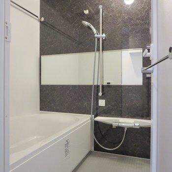 お風呂は追い炊き・浴室乾燥機能付きです