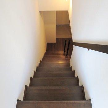では1階に降りてみましょう