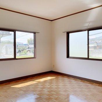 〈2階洋室〉こちらも窓が2つ◎
