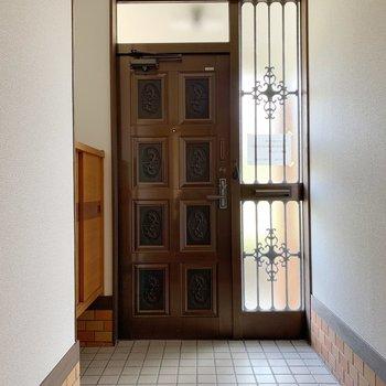 玄関は広めです。