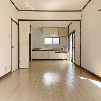 リビングは、中央のパーテーションで仕切ることが可能。