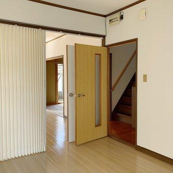 仕切っても廊下にでれるように、2箇所扉があるのも嬉しい◎