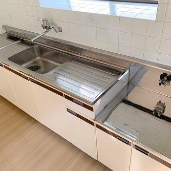 作業する場所に洗い物を置くスペース、しっかりあるのがいいですね。