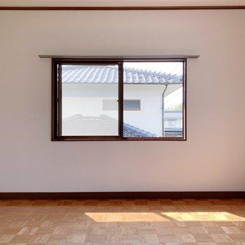 〈2階洋室〉お部屋正方形に近い形で家具を置きやすい!