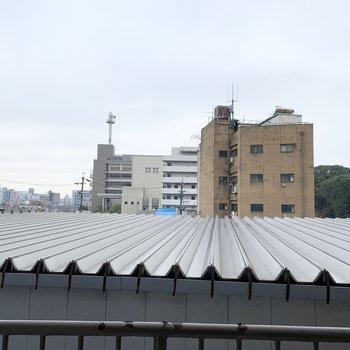 眺望はお隣様の屋根。熱田神宮も見えます。