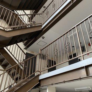 階段を上がってお部屋へ