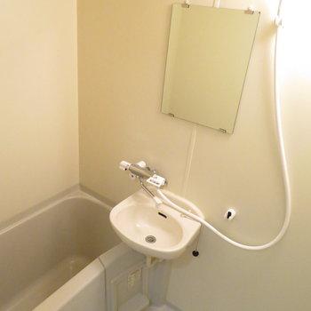 お風呂も綺麗に。取っ手のところが新しいですね