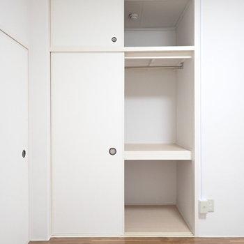 【洋室6帖】上にも空間があって、たっぷりと入りそうです。