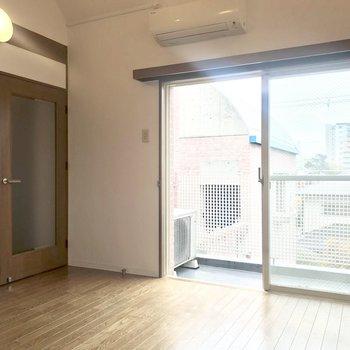 扉の雰囲気などはちょっと和な雰囲気。
