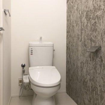 温水洗浄機付きのトイレです※写真は3階の同間取り別部屋のものです