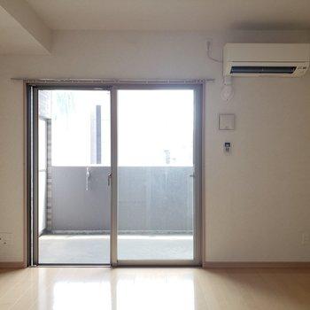 エアコン付き◎ (※写真は8階の同間取り別部屋、清掃前のものです)
