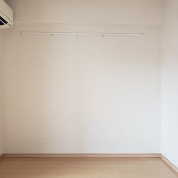 角に観葉植物を置きたい☆ (※写真は8階の同間取り別部屋、清掃前のものです)