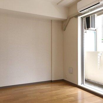 フローリングって思わず寝転びたくなります※写真は2階の同間取り別部屋のものです