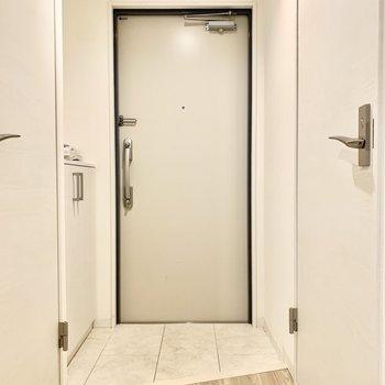 2人ならちょうどいいスペースの玄関。すっきりとしています。
