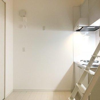 冷蔵庫はここ辺りに置こうかな。