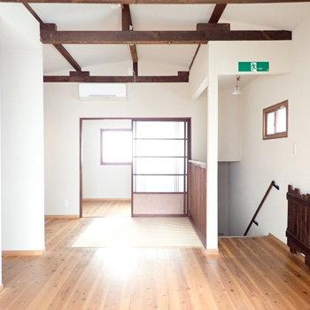 窓が多く、2階のほうが明るいです。風通しよさそう!