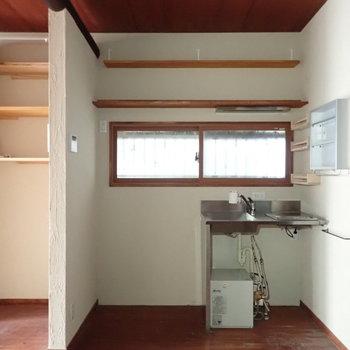 さてキッチン。こちらも収納が多いです。※写真は通電前のものです。