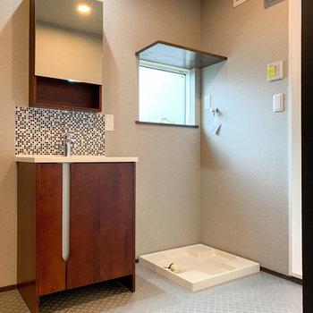 木目調の洗面台がかっこいい雰囲気に。