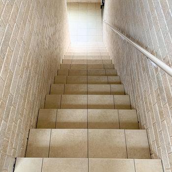 3階まで階段移動になります。