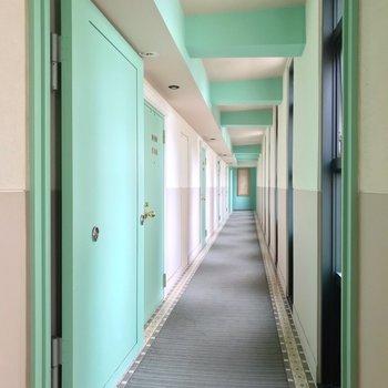 共用廊下も爽やかな雰囲気。