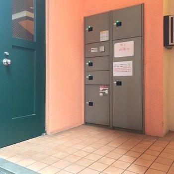建物裏には宅配ボックスもありますよ。