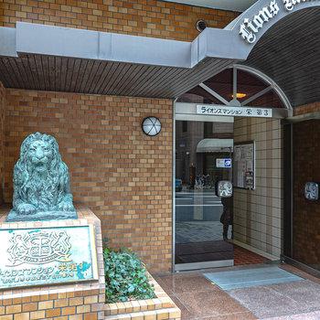 入り口ではライオンさんがお出迎え。