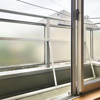 【LDK】2階のバルコニーはややコンパクト。