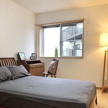 【洋室5.7帖】1階の奥にはもう1つの洋室が。※写真の家具はサンプルです