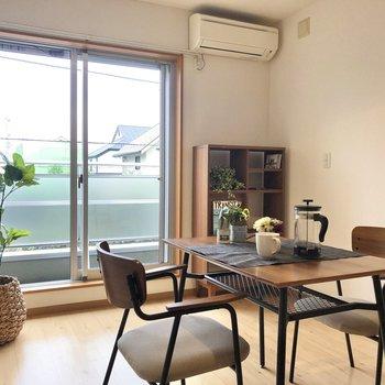 【LDK】お部屋に緑を置く映えますね。※写真の家具はサンプルです