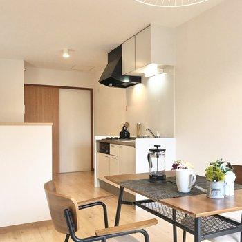 【LDK】リビングはテーブルを置いて食事をするスペースに。※写真の家具はサンプルです