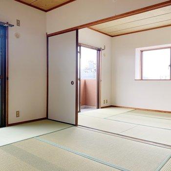 〈和室①〉大の字で寝そべりたくなる広々空間ですね。