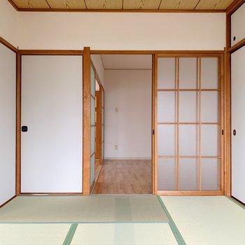 〈和室①〉引き戸と扉から洋室とLDそれぞれのお部屋につながっています。