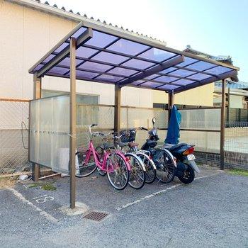 駐輪スペースは屋根付きでした◯