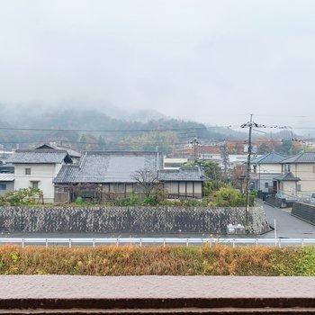 あいにくの雨ですが、晴れた日には川がキラキラ光ります。